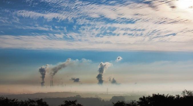 päästöjä ja sinistä taivasta